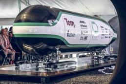 Hyperloop-Kapsel mit 3D gedruckten Bauteilen von voxeljet