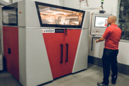 3D-Drucker VX1000-PDB von voxeljet bei der Firma Lütgemeier