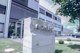 3D gedruckter Beton Firmenstein von voxeljet