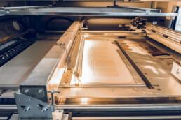 Bauraum einer VX1000 von voxeljet während dem PDB Druckprozess