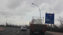 Transport einer Betonschalung